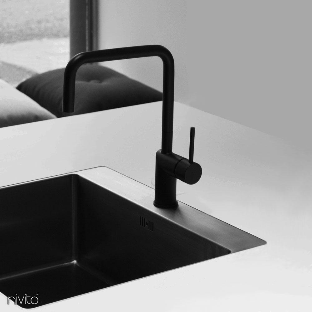 黑色厨房水龙头